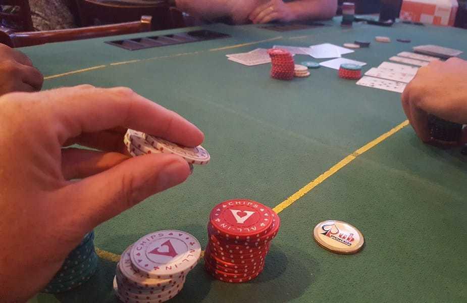 Pub Poker Making Bet